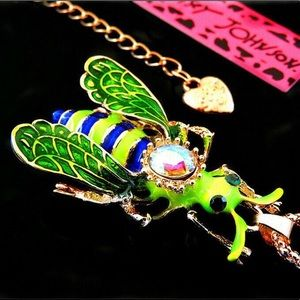 Green Cute Bee 🐝 Pendant Necklace